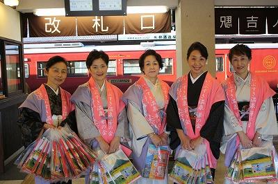 人吉駅で宣伝活動