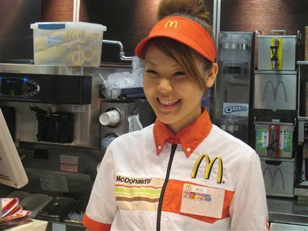 マック従業員の歌ナンバー1を決める世界大会に出場する新宿区内の店舗で働く中山由依さん