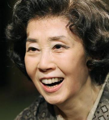 国民栄誉賞受賞が決定し、笑顔を見せる女優の森光子さん