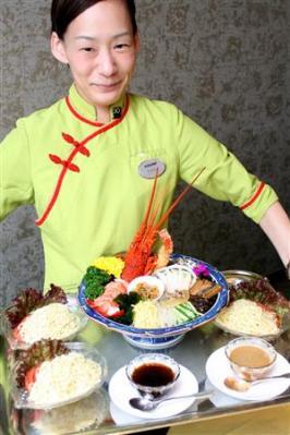 この冷めんは、同ホテルの中国料理店「エンプレスルーム」で、8月31日までの期間限定で販売されている。。