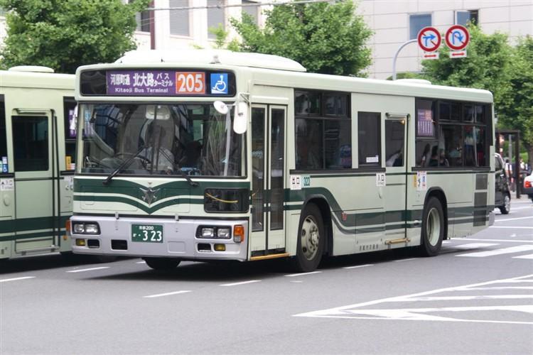京都市交通局 京都200か・323 三菱KL-MP37JK