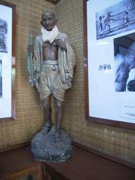 ガンディー像