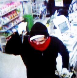 この男に見覚えないですか 埼玉のコンビニ強盗致傷事件