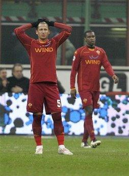 capt_b55a4b74ec724f2ebdbfd8bb7b71231c_italy_soccer_italian_cup_xac111.jpg