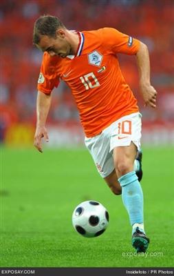 wesley-sneijder-2008-soccer-netherlands-vs-italy-3-0-june-9-2008-OUYEdh_R.jpg