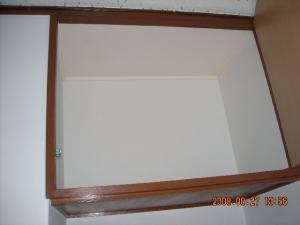 壁紙張替(クロス張替)吊り戸棚の中の壁面