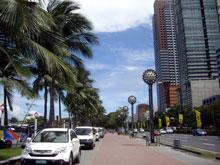空は綺麗なんだけどなー、そして都会は都会だー