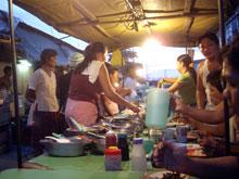 市場で夕食~、屋台で現地人に紛れる-。ハズレナシ!