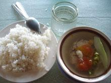 魚のスープー。酸っぱい味付けは南国風味ってとこかなー