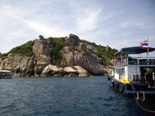 島自体見栄えのするポイントが多い まずここで潜りまーす