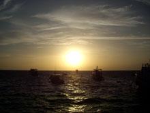 あー夕日見たのも久々だのぉ、これだから島は好きぢゃーー!!景色も雰囲気も本土とは別物だ