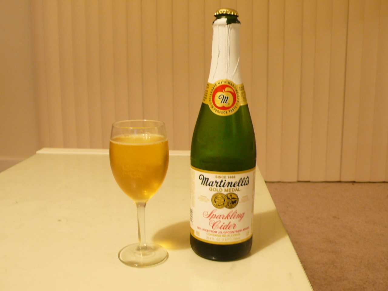Martinelli's Sparkling Cider in ワインフェスタのグラス