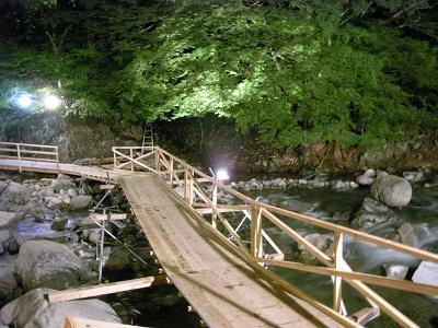 川床の橋(夜)