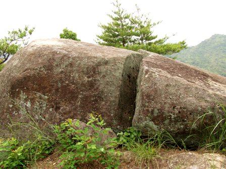 割れ巨石2P1010304