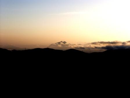 登山途中 朝の由布岳P1010808