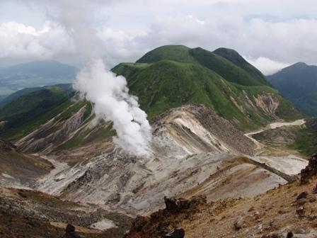 星生崎から硫黄山と三俣山P1010914