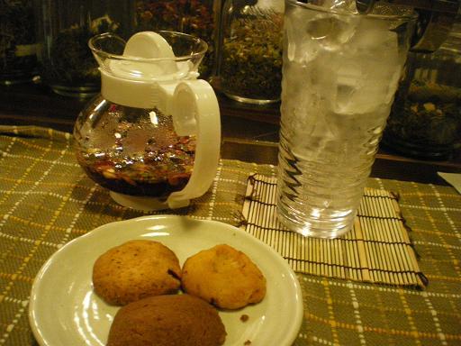 かがやき茶とクッキー3種