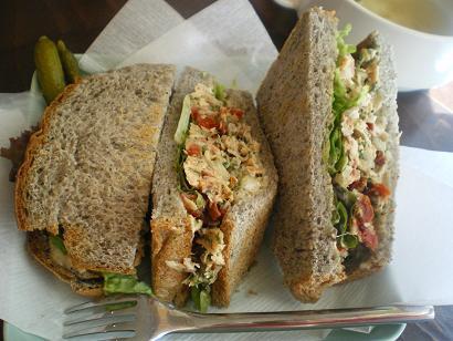 ツナのサンドイッチ