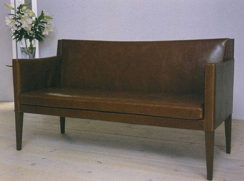 革のソファ1