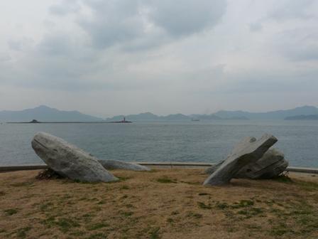 大角海浜公園 石のモニュメント