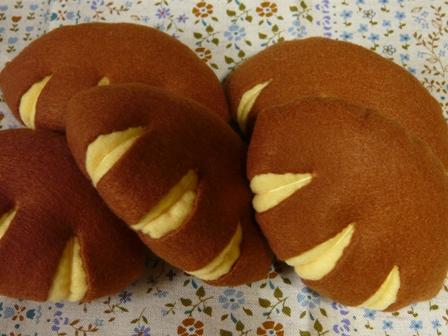 フェルト手芸 定番パン クリームパン