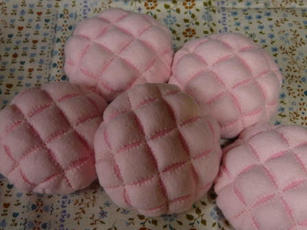 フェルト手芸 定番パン イチゴメロンパン