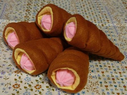 フェルト手芸 定番パン イチゴコルネ