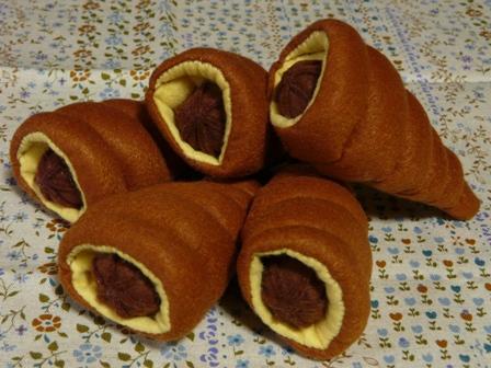 フェルト手芸 定番パン チョココルネ