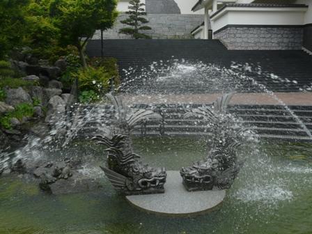 シャチホコと噴水