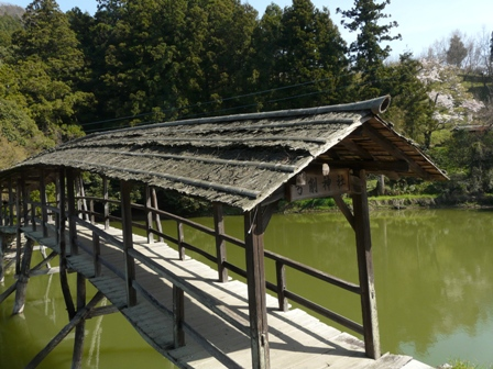 屋根付き橋 弓削神社 1