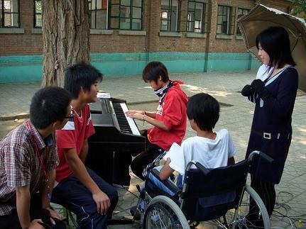 光愛学校-ピアノ