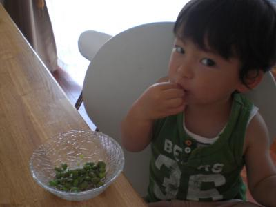 豆食べる39