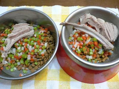 ラムチョップと野菜をトッピング