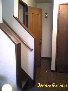 何でトイレのドアが開いてんの?