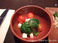 ブロッコリーとミニトマトとモッツァレラチーズ