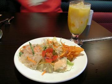 サラダ+マンゴラッシー