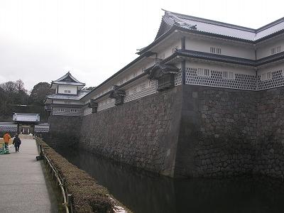 金沢城・五十間長屋と内堀20100220