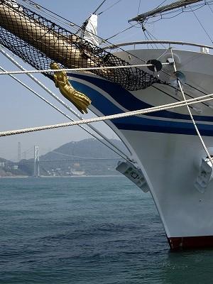 日本丸船首20100503