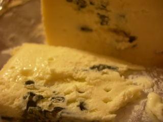 青カビチーズのスライスしたとこお