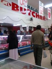 インド人ばかりのスーパーカレー用肉売場