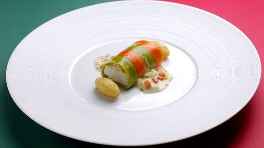 オマール海老と茸のビスク パプリカとブロッコリ2色のピューレと共に