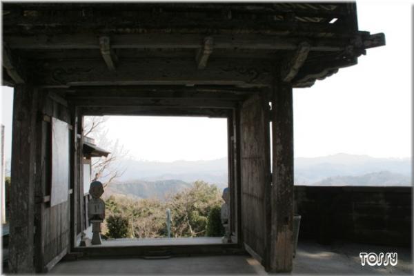 禅定寺山門から