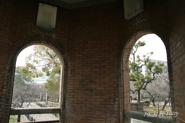 階段室のアーチ窓