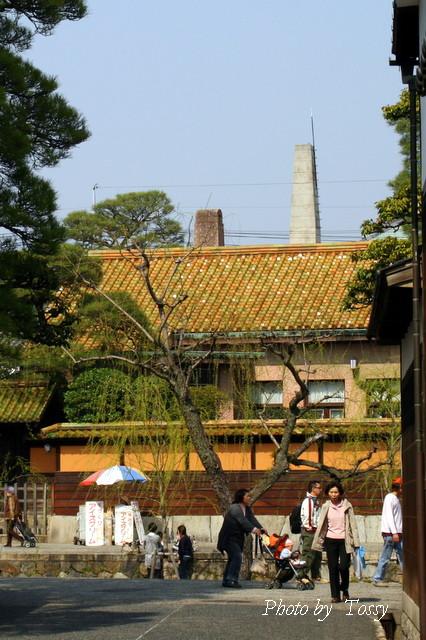 茶色い屋根の家