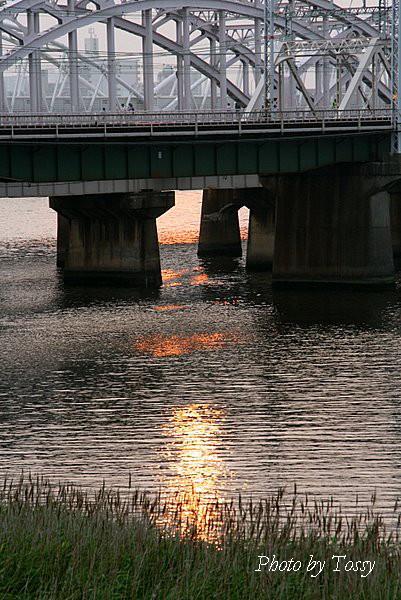 夕日の鉄橋2