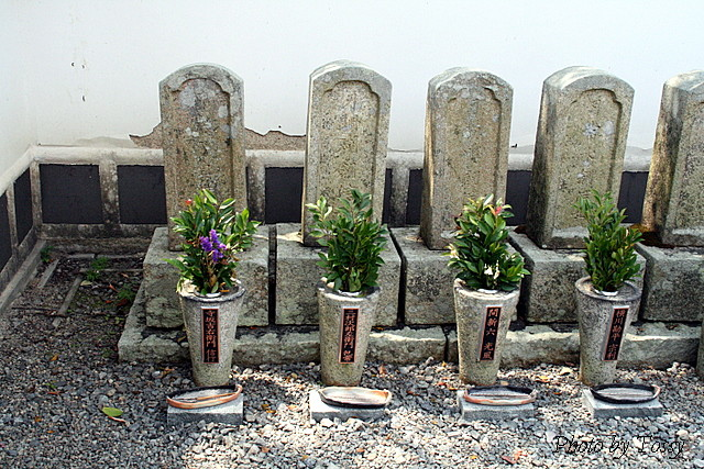 義士の墓2
