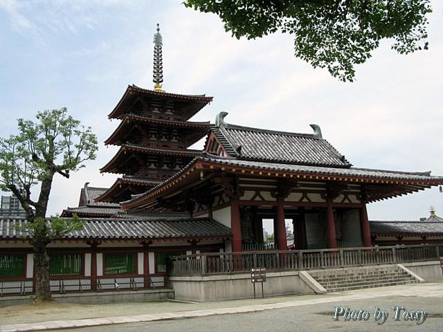 中門と五重塔