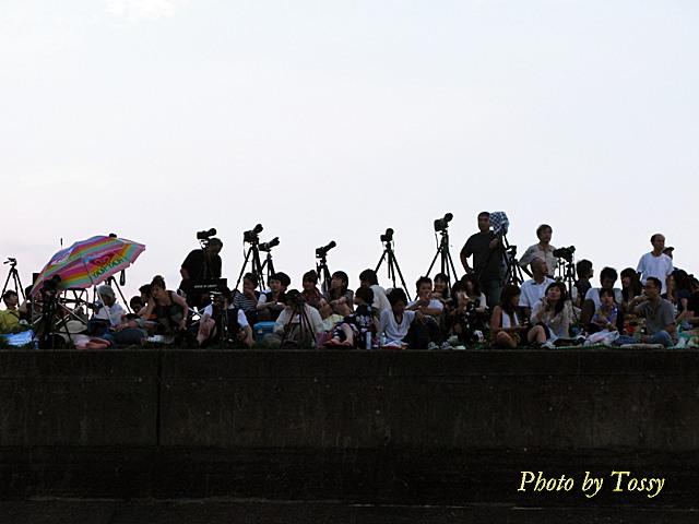堤防上のカメラマン