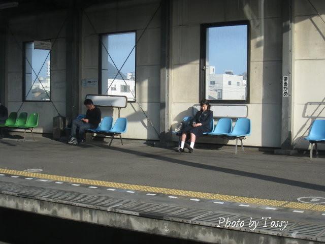 丸亀駅の女子高生