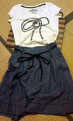スカートとTシャツ